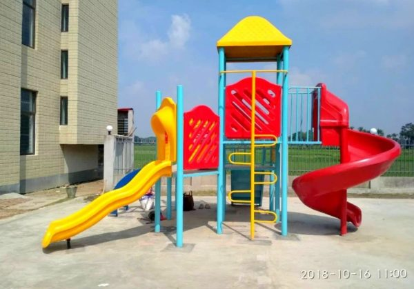 Raha Engineering Workshop is wellly known as manufacturer and supplier of a wide range of Multi Activity Play Systems. In these systems kids can have the experience of jump, slide and other physical activities. Made up of superior quality FRP, these are break resistant, durable in nature and weather resistant as well. Also, these are extensively used in Play Schools and Parks.